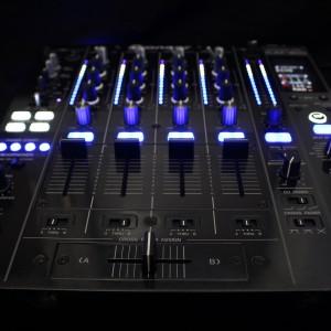 pioneer-djm-800-built-in-serato-sl4-led-mod-bild-01-300x300-ec0de87aeff449095cf6483e1440e3c9aed4f31f