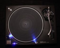 DDC - DJ Larry Law Technics SL-1210 MK5 LED MOD BLUE Bild 01